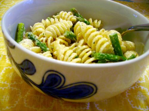 Rotini with Asparagus and Goat Cheese